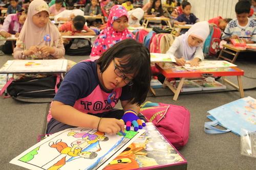suasana lomba mewarnai dan menggambar saat HUT PMI 71 tahun yang digelar PMI Kabupaten Sleman di Jogja City Mall (2/10) diikuti oleh 205 peserta - foto yan
